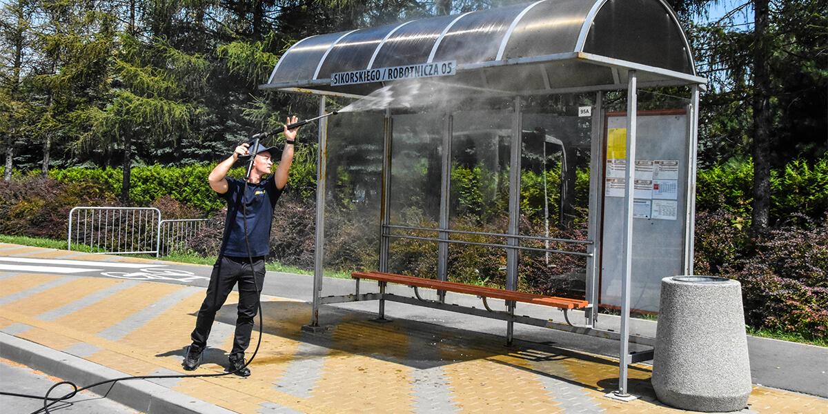Mycie przystanków autobusowych