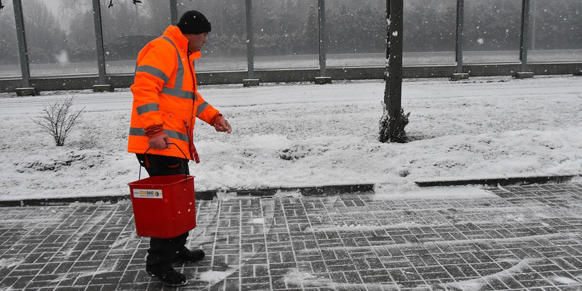 Usuwanie nagromadzonego śniegu